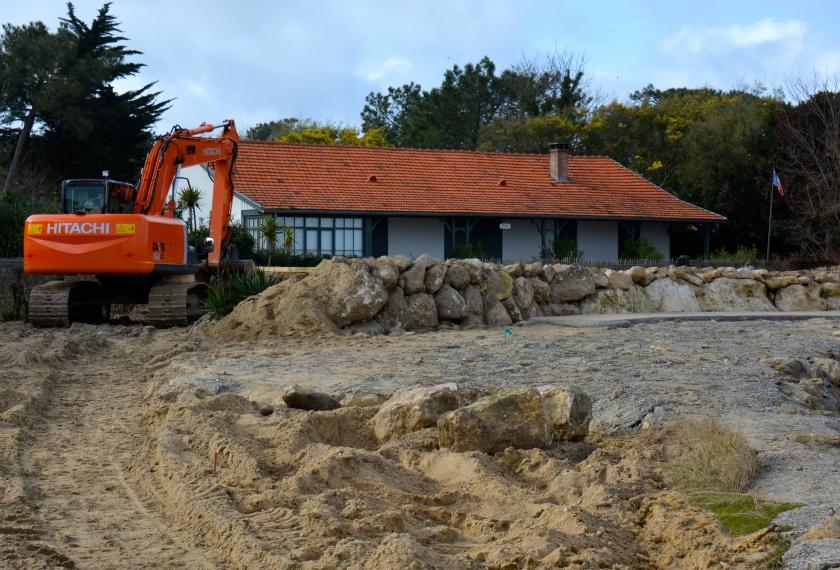 Le Cap Ferret. Plage du mimbeau. Les riverains organisent la défense des maisons. Photos Sophie Juby