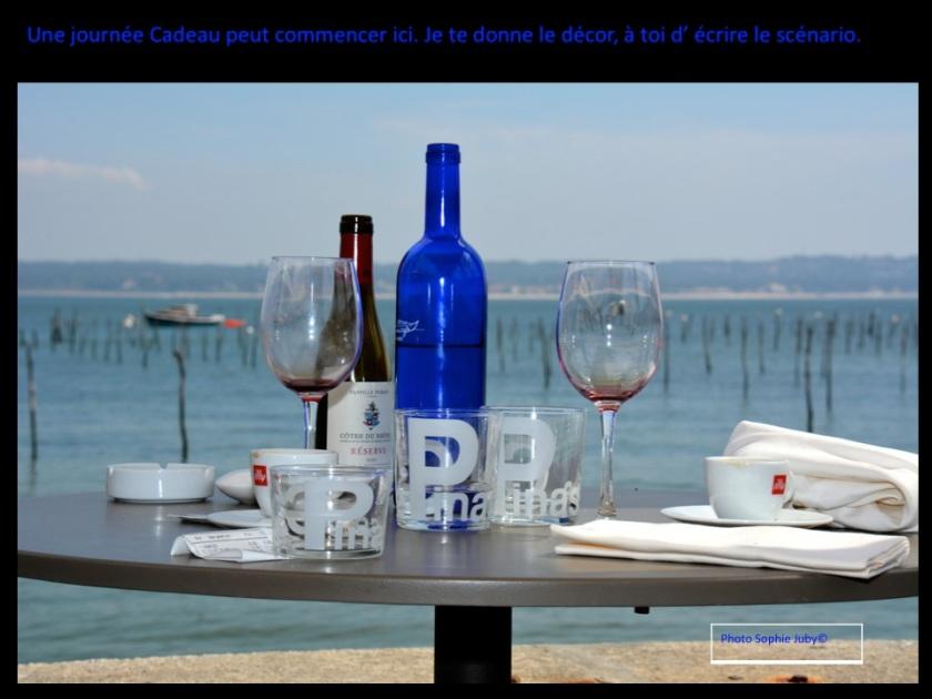 Déjeuner en terasse au Cap Ferret. Photo sophie juby